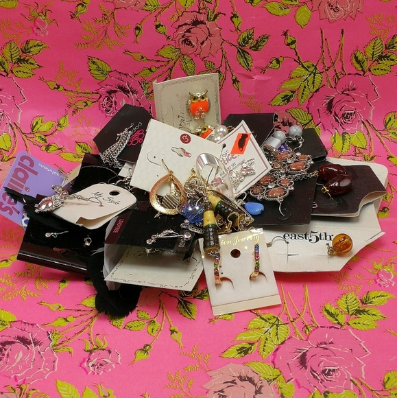 Jewelry - 🌵 NWT HUGE Mystery Bundle 25 pairs grab bag mix